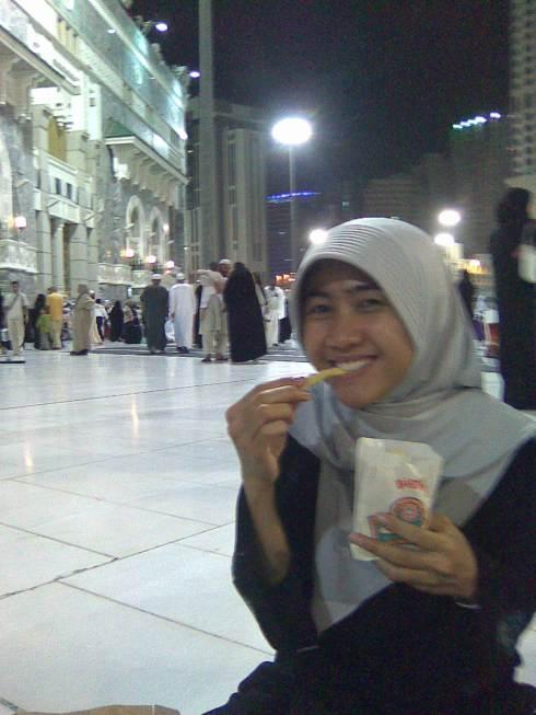 sahur pake french fries Al Tazaj, di Masjidil Haram (abis itikaf di 10 malam terakhir)